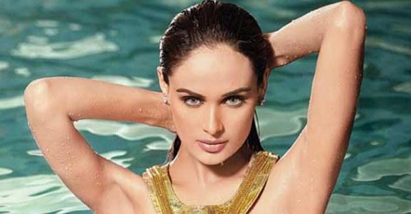Pakistani Supermodel Mehreen Syed